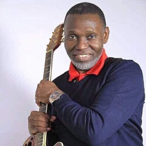 Faux, l'artiste musicien Carlyto Lassa n'est pas mort