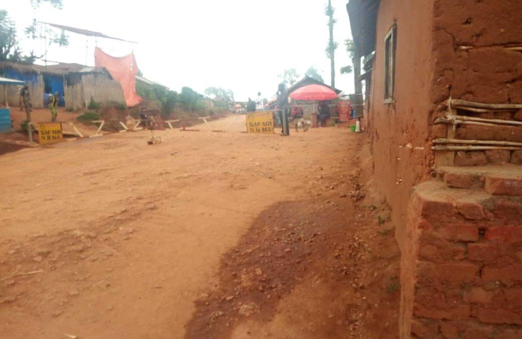 Ebola : Un enfant a-t-il été arraché à sa mère par des équipes de riposte? Voici ce qui s'est réellement passé!